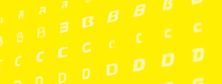 Foto af bogstaver, som symboliserer en god tekstforfatter