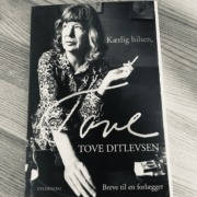 Foto ag bogforsiden på Kærlig hilsen Tove