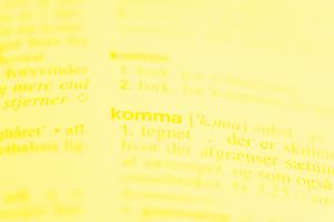 Bog med ordet komma markeret