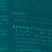 Billede af ordet komma i nudansk ordbog