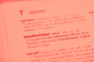 Foto af ordet tekstforfatter fra Nudansk Ordbog